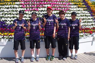 屋外バドミントンに参加した小田選手・喜岡選手・平井選手・奥井選手・亀田選手